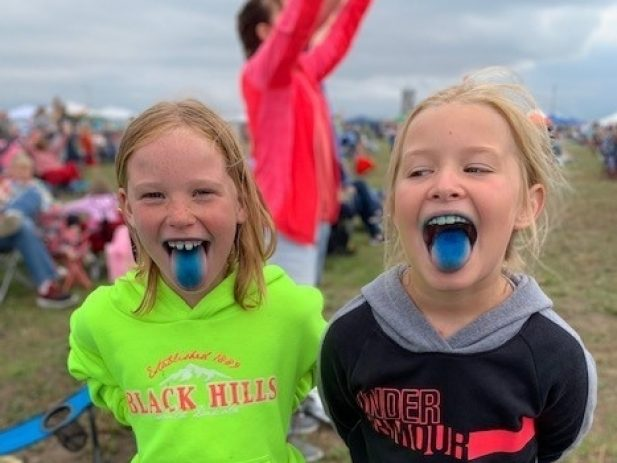 2 Young girls at RiseFest